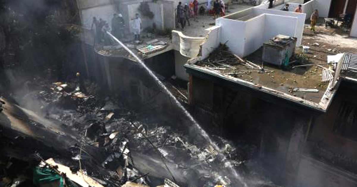 पाकिस्तानमा चालकदलसहित ९८ जना यात्रु सवार विमान दुर्घटना